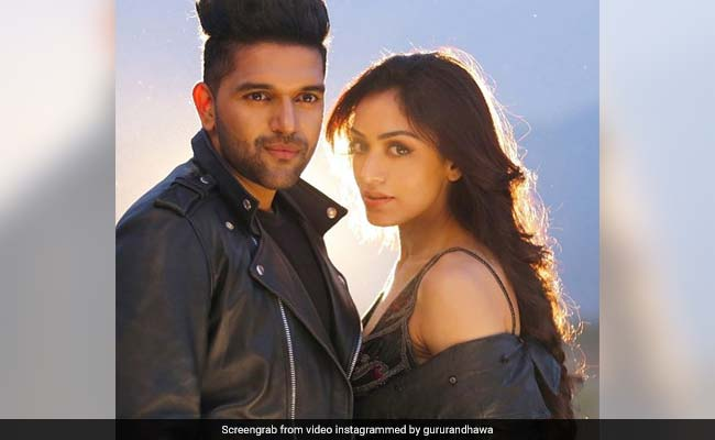 Raat Kamaal Hai official video song | Guru Randhawa and Khushali sharma| raat kamaal hai song destined to be a party hit