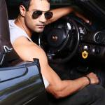 karan oberoi ko model hot with car (1)