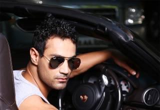 karan oberoi ko model hot with car (1)