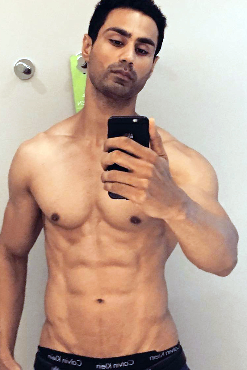 Karan Oberoi KO abs selfie