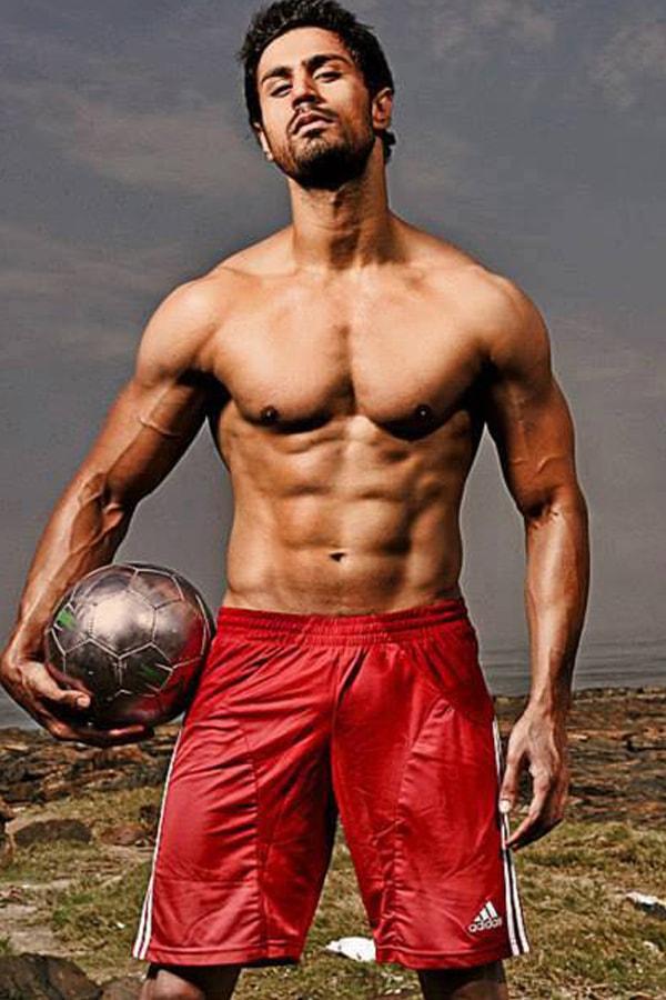 Karan-Oberoi-KO-picture with football (2)