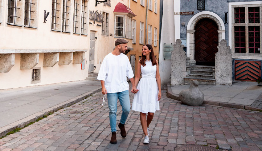 Insta-famous couple Domi and Frida shares tips for couple photography