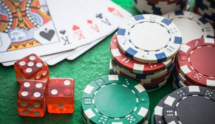 What makes online gambling interested?