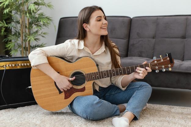 3 Basic Types of Guitars for Beginners