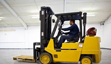 Why More Companies Are Choosing Renting Forklift Over Buying